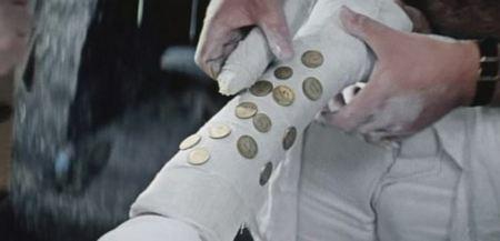 Гипмс с сокровищами (фото из фильма брильянтовая рука)