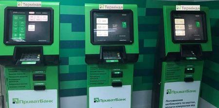 три терминала Приватбанка в ряд